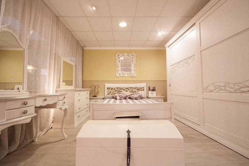 Camera classica offerta di expo ..bella e massiccia ..a poco prezzo ...
