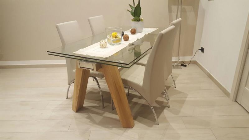 Tavolo cristallo allungabile con gambe legno natura ilma for Tavolo allungabile in cristallo