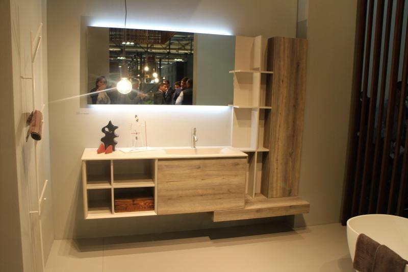 Bagni legno ma moderni e originalei vasca e top in corian specchio retroilluminato led - Bagni esterni in legno ...