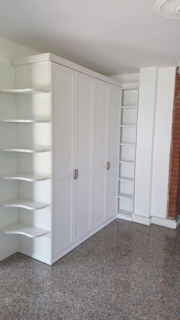 Classico ma elegante armadio per ingresso o per la tua for Armadio da soggiorno