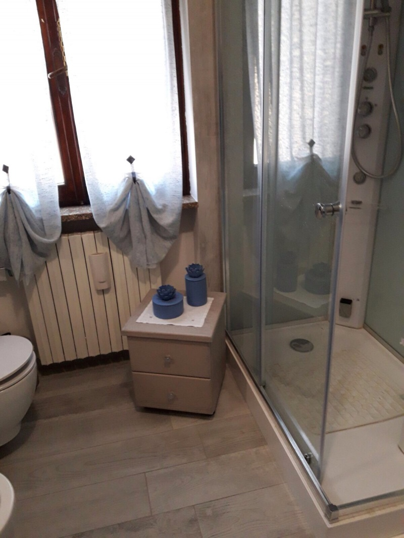 Awesome outlet vicino parma images - Mobiletti in legno ...